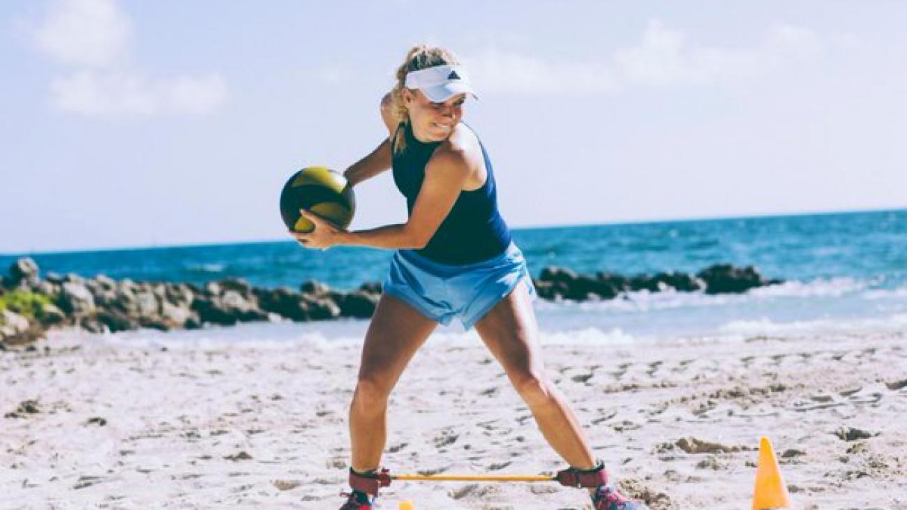 Adidas-Caroline-Wozniacki-Twitter
